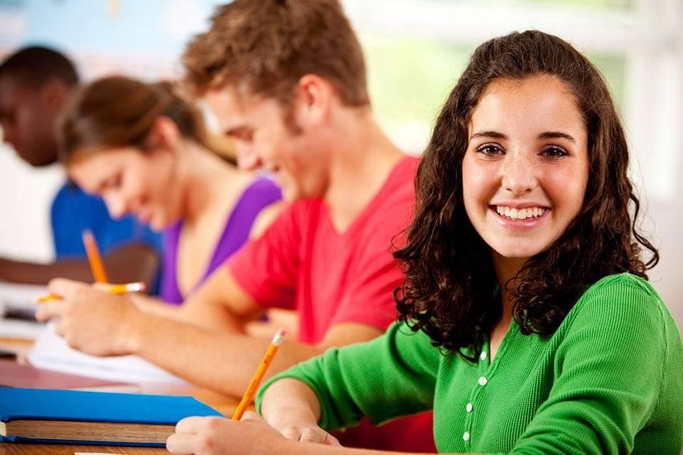 academia para preparar selectividad en Valencia - estudiante verde
