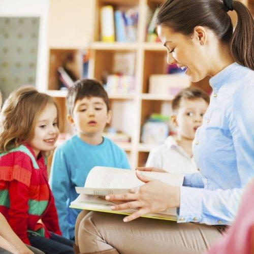 Academia de Oposiciones de Enseñanza en Valencia - profesora de niños