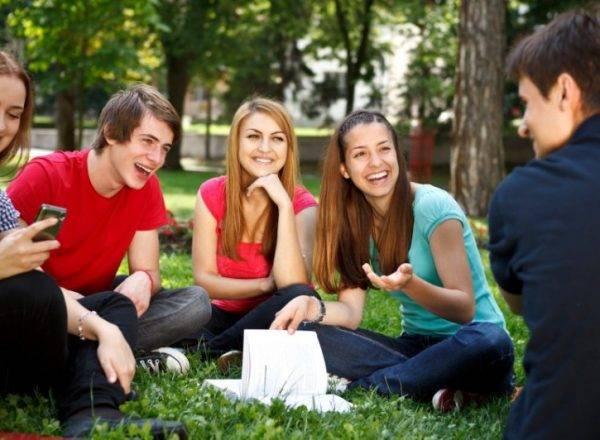 Academia de Mitja en Valencia - jóvenes estudiando