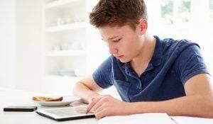técnicas de estudio - chico estudiando