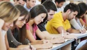 academia de inglés en Valencia - haciendo un examen
