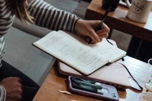 academias de repaso en Valencia - estudiando